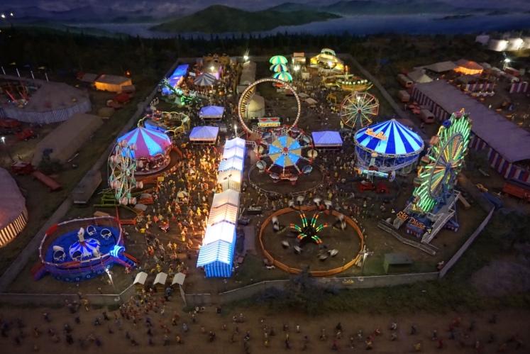 Mini World Circus
